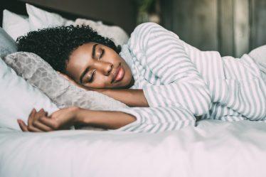 Sono da beleza: 5 produtos para cuidar da pele e do cabelo enquanto dorme