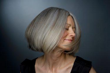 6 dicas para cuidar do cabelo grisalho e arrasar