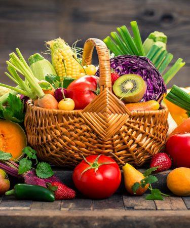 5 alimentos que ajudam a pele a se proteger contra o sol e a poluição