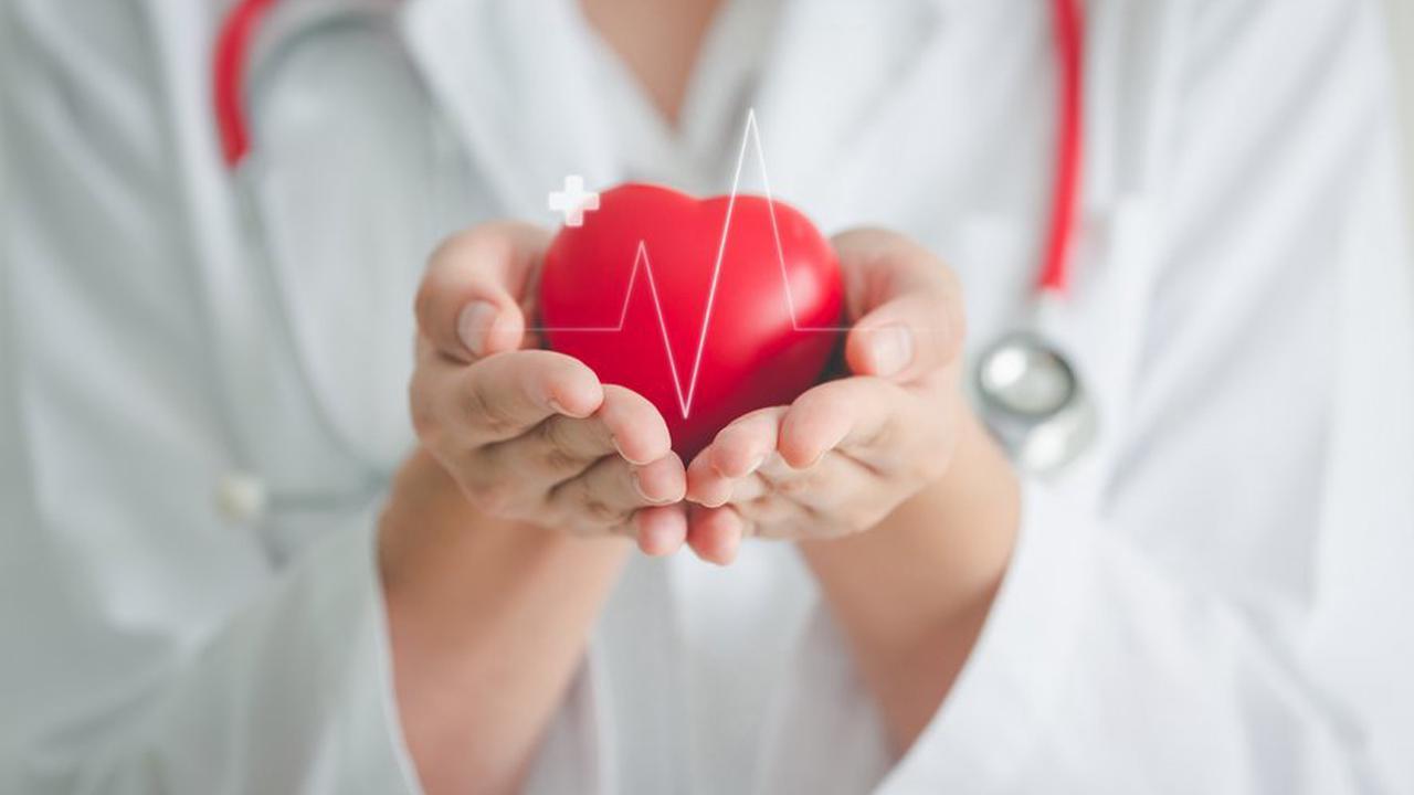 Por que os sintomas do infarto na mulher são tão diferentes do que no homem