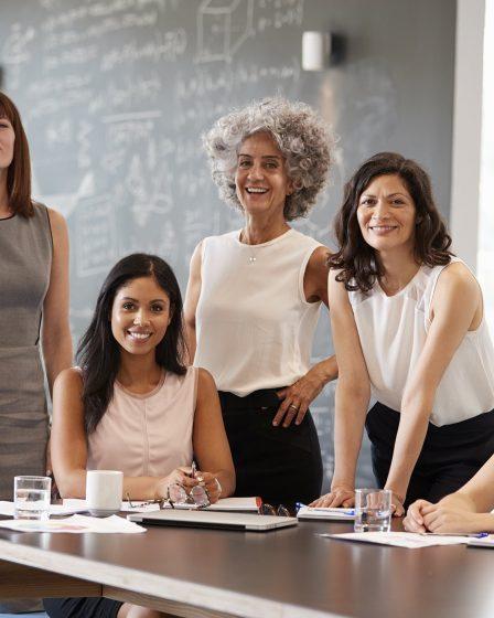 O que está por trás das melhores empresas para as mulheres trabalharem?