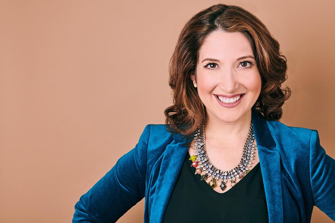Por que mulheres devem focar em liderar novas indústrias, para Randi Zuckerberg